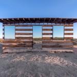 Casă transparentă, casă instalaţie din lemn şi oglinzi