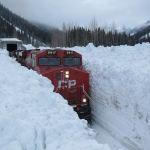 Un tren se deplasează prin omăt, Canada