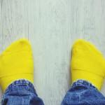 Cercetătorii au creat şosete care generează electricitate utilizând urina