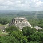A fost descoperit un uimitor cavou maya, cu un corp, comori şi ieroglife